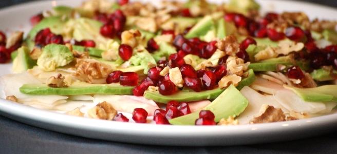 Topinambur-Salat mit Avocado und Granatapfel
