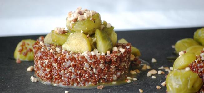 Quinoa mit Rosenkohl, Haselnüssen und Matcha
